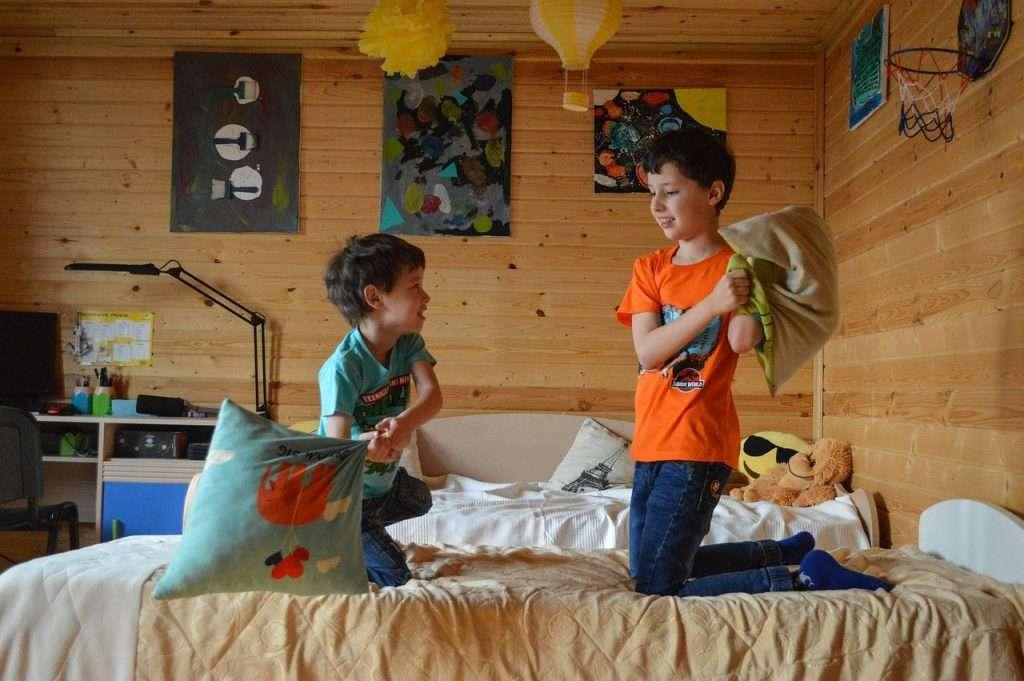kids, games, pillow fight-5022341.jpg
